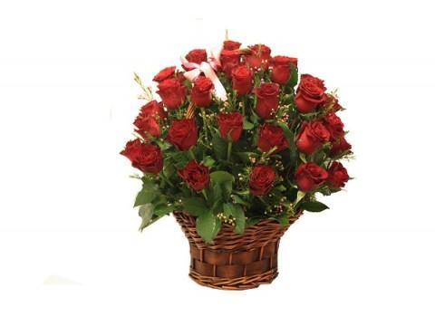 Lillekorv punastest roosidest